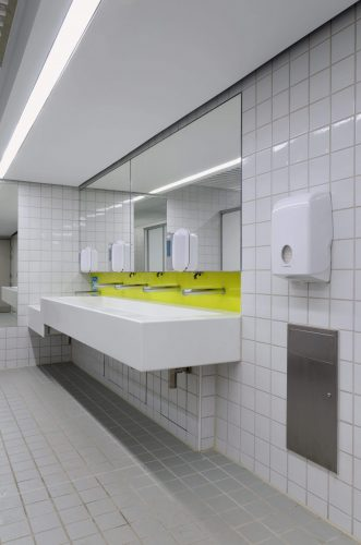 Hand dryers vs. paper towels – what product is best for my washroom?